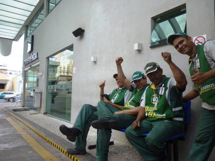 ac26d2aa0aa29 ... de combustíveis de Mato Grosso do Sul têm direito a receber casacos de  frio dos patrões, pois fazem parte dos Equipamentos de Proteção Individual – EPI, ...