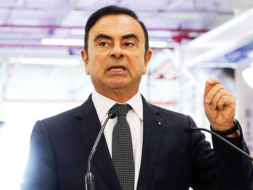 Após pagar fiança de R$ 33,8 milhões, Carlos Ghosn deixa